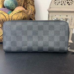 Louis Vuitton Graphite Zippy wallet